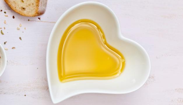 heart-olive-oil-628x363-TS-163749176
