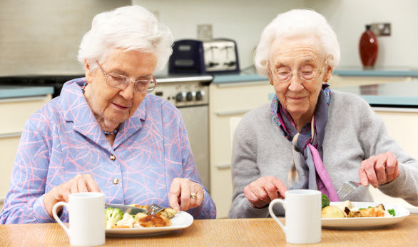 senior-women-eating