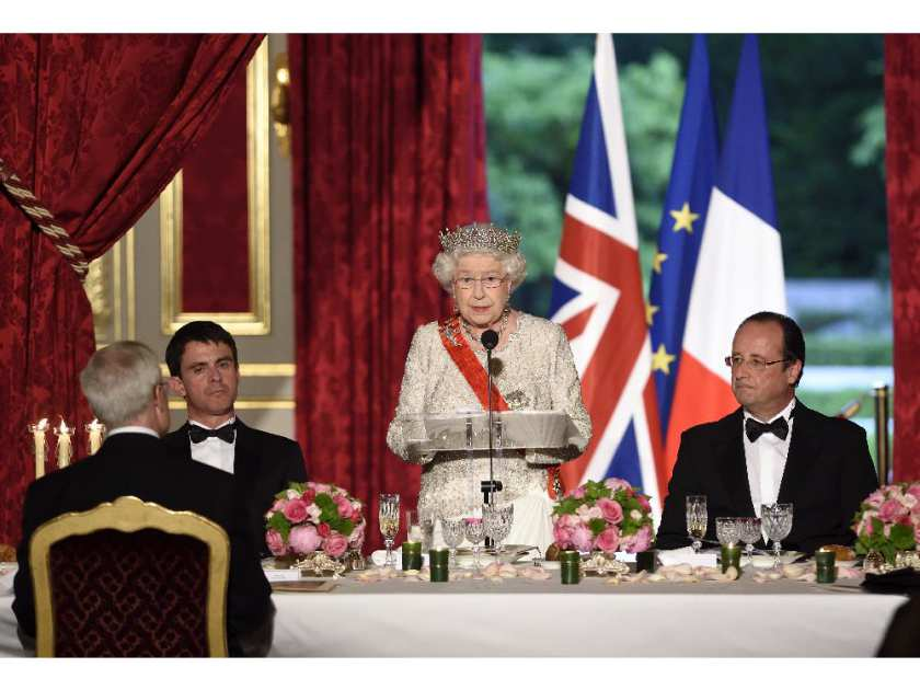britains-queen-elizabeth-ii-center-delivers-a-speech-as-french-president-fr