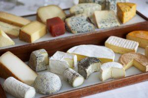 Новое исследование: чем сыр жирнее, тем он полезнее