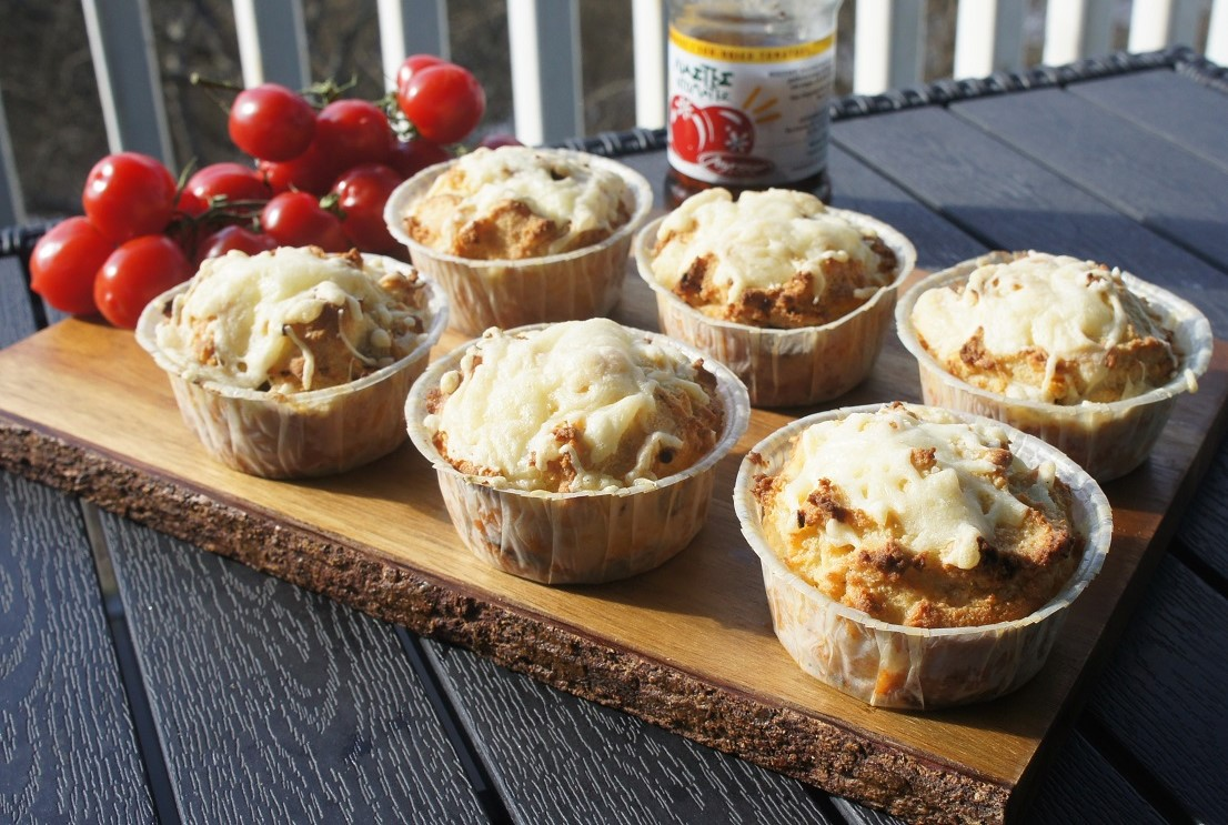 Сырные маффины с вялеными томатами