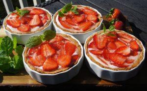 Порционные тортики «Клубника в лаймовом желе»