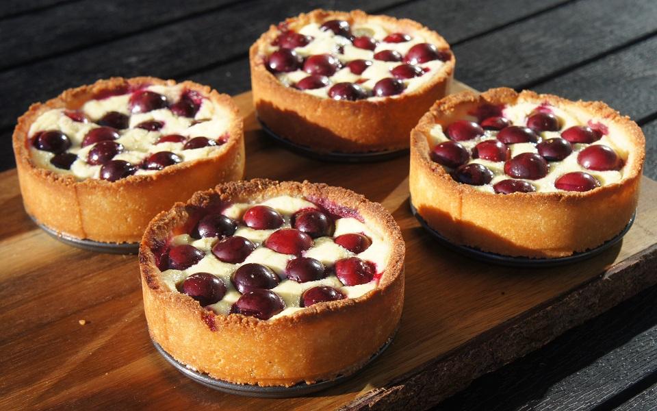 Мини-тортики с вишней