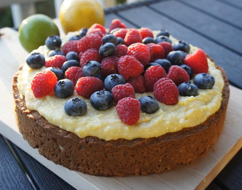 Миндальный пирог с лаймовой начинкой