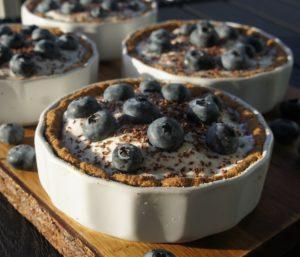 Мини-тортики с цитрусовым кремом и черникой