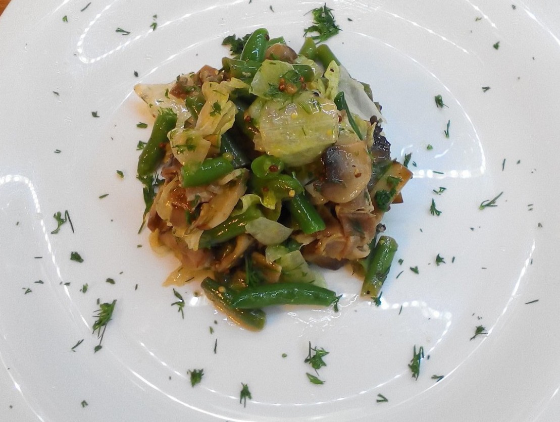 Салат шампиньоны с беконом