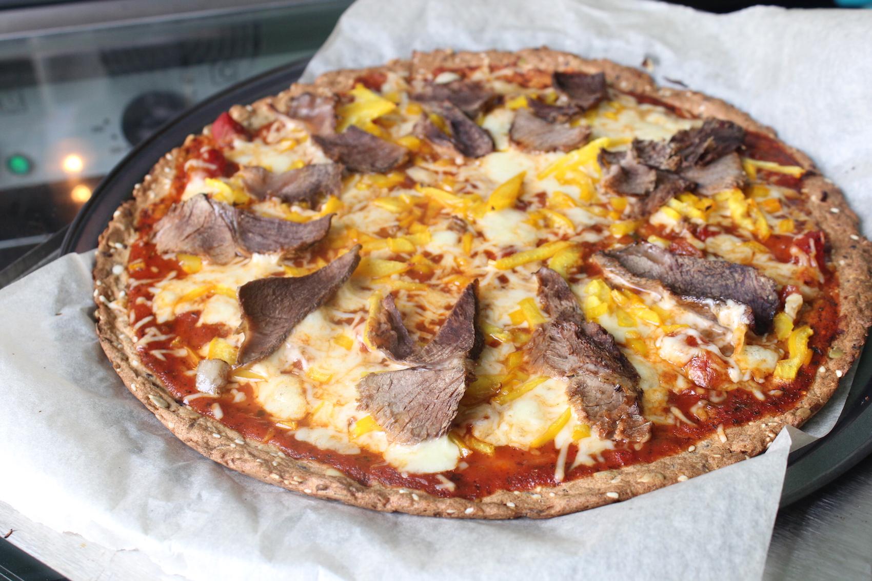 Пицца мясная из цельнозерновой смеси