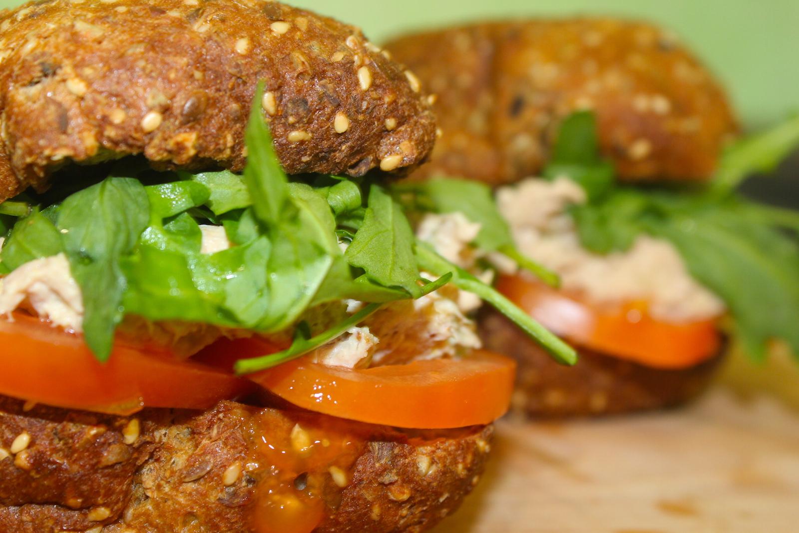 LCHF-сандвич с тунцом и кокосовым майонезом