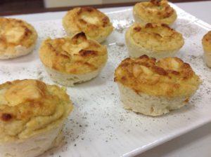Маффины из цветной капусты с сыром дорблю