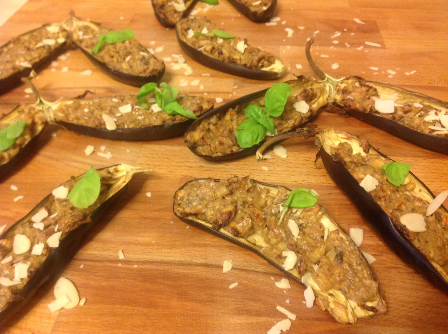 Запечённые баклажаны с арахисом