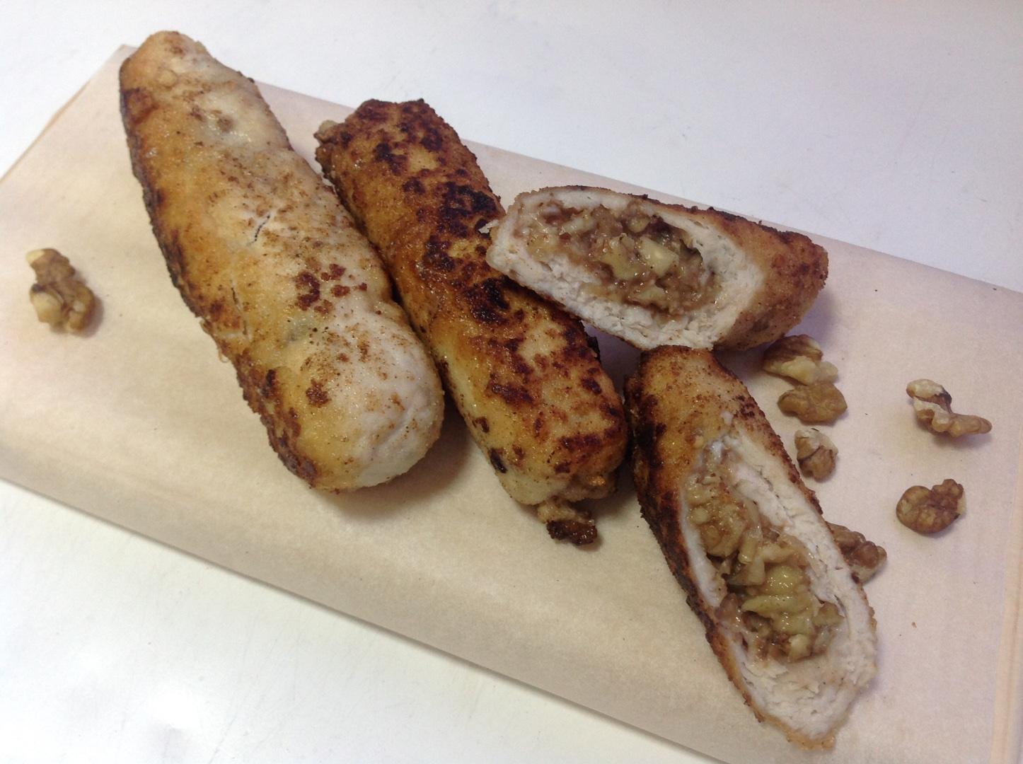 Ореховые рулеты из курицы с пармезаном