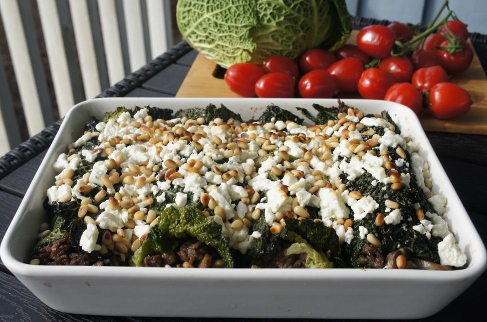 Савойская капуста с мясом и грибами