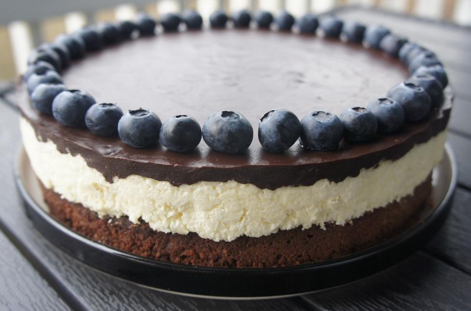 Торт с шоколадом и кокосовой стружкой