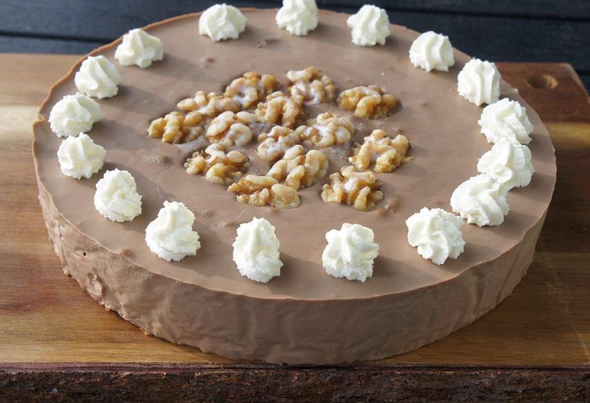 Торт с шоколадом и грецкими орехами