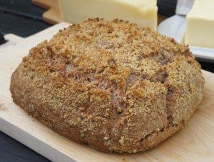 Хлеб с грецкими орехами и сливочным сыром