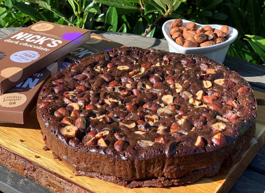 Шоколадный пирог с лесными орехами