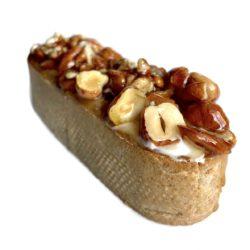 Ореховая тарталетка с пралине и заварным кремом